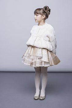 I Pinco Pallino - это итальянский люксовый бренд, под маркой которого производится модная детская одежда, ее создают итальянские дизайнеры-супруги Имельде и Стефано Каваллери с 1980 года. Уже после первой коллекции в 1982 году, одежда для девочек и мальчиков I Pinco Pallino стала продаваться в самых Cute Kids Fashion, Little Girl Fashion, Dope Outfits, Kids Outfits, Girls Dresses, Flower Girl Dresses, Winter Kids, Young Fashion, Stylish Kids