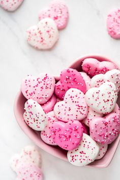 Pink & White Heart Circus Cookies are the cutest little chocolate coated shortbread cookies, perfect for Valentine's Day. They taste even better than the Circus Animal Cookies you ate as a kid! Valentines Day Cookies, Valentine Treats, Birthday Cookies, Valentines Day Party, Holiday Treats, Menu Saint Valentin, Circus Cookies, Heart Cookies, Baby Cookies
