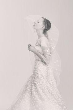 Elie Saab коллекция | Коллекции весна-лето 2017 | Нью-Йорк | VOGUE