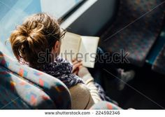 http://www.shutterstock.com/es/pic-224592346/stock-photo-woman-reading-ebook-on-train-bus.html?src=yBGx0OBdHpfDKAG-GDfFdA-1-44