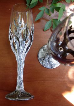 silver tree champagne flutes made with polymer clay Polymer Clay Projects, Polymer Clay Creations, Wine Bottle Art, Wine Bottles, Decorated Wine Glasses, Recycled Glass Bottles, Wedding Glasses, Clay Figures, Champagne Flutes
