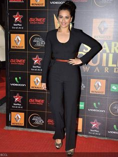 Sonakshi Sinha looks great in Rachel Roy jumpsuit during Star Guild Awards held in Mumbai, on January Sonakshi Sinha, Rachel Roy, Formal Wear, Mumbai, Looks Great, Awards, Summer Outfits, January, Jumpsuit