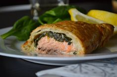 Smoked salmon en croute with spinach, horseradish and lemon