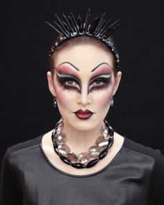 Evil Queen makeup tutorial-everything you need to pull off this dramatic face is already in your makeup bag.