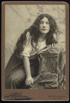 Sarah Bernhardt (1821-1896) porNapoleón Sarony