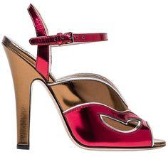 Sandales en cuir métallisé Miu Miu http://www.vogue.fr/mode/shopping/diaporama/les-plus-belles-chaussures-sandales-escarpins-mode-pour-les-fetes-de-noel/24499#sandales-en-cuir-mtallis-miu-miu