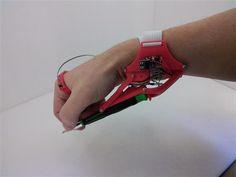 3ders.org - Tim Giles' 3D printed Robotic Third Hand could be worker's helper   3D Printer News & 3D Printing News
