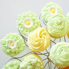Lemon and Vanilla Bean Cupcakes with Vanilla Buttercream Icing... Such a cute treat Idea for spring!