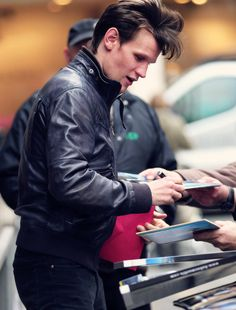 """""""How hot is he in this photo?""""  <<< I didn't say this, but, well.. <-- you cheeky people Matt Smith Doctor Who, Clara Oswald, Robert Smith, Eleventh Doctor, David Tennant, Dr Who, Tardis, Celebrity Crush, Beautiful Men"""