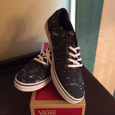 Brand New Vans Sneakers, sz 7 Awesome new converse sneakers!! Super cute for the spring! Vans Shoes Sneakers