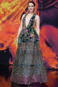 <strong>JENA MALONE IN REEM ACRA</strong><p>And now onto some notable singular carpet highlights from the two nights! Jena Malone's kaleidoscopic Reem Acra dress had us singing on the rooftops higher than any ol' <em>Mockingjay</em> whistle. </p>
