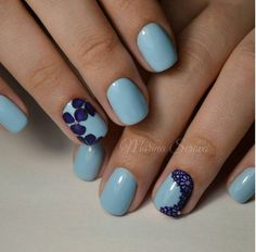 Be pretty in blue hues with thus summer flower nail art design. Flowers are perfect for summer because they can be in full bloom and are well appreciated under the sunlight. The blue colors can also depict the blue skies of the summer.