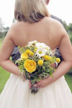 wedding photos - wedding flowers - yellow and gray wedding - bouquet
