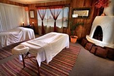 Uptown Massage - Our red rock room looks over beautiful Sedona, Arizona scenery.