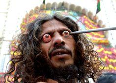 Раны на головах, выпученные глаза и самобичевание: в честь праздника мусульмане истязают себя (14 фото)  http://nlo-mir.ru/palnetazemla/48140-rany-na-golovah.html