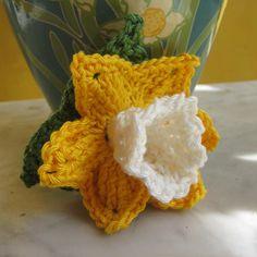 Van een Narcis krijg je meteen een lente gevoel. Haal het lentegevoel in huis door je eigen Narcis te haken! Lees over het haakpatroon op haakinformatie Crochet African Flowers, Crochet Flowers, Free Crochet Bag, Crochet Mandala, Crochet Patterns Amigurumi, Crochet Designs, Floral Motif, Needle Felting, Projects To Try