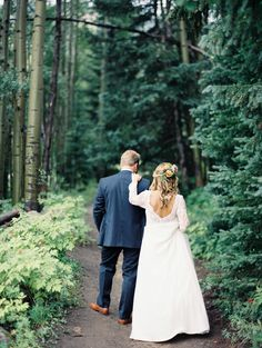 Wedding Dress: Modern Trousseau - http://www.moderntrousseau.com/ Photography: Winsome And Wright - winsomeandwright.com   Read More on SMP: http://www.stylemepretty.com/2016/12/08/avon-mountain-cabin-wedding/