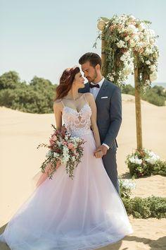 «Το μαγευτικό νυφικό φόρεμα της Marianna Kastrinos μαγνητίζει τα βλέμματα – η ντελικάτη κεντημένη διαφάνεια ανέδειξε τη θηλυκότητα του μοντέλου ενώ το αέρινο κάτω μέροςέδωσε μια σχεδόν χορευτική ελευθερία κίνησης.» Romantic Beach, Corfu, Wedding Dresses, Style, Fashion, Bride Dresses, Swag, Moda, Bridal Gowns