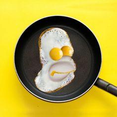 Дэн Крету известен в сети своими яркими и необычными творениями, которые он создает из еды. При этом используется абсолютно все, что может попасться под руку в быту. Как результата - яркие, красочные объекты и несколько фотографий экспериментов с едой, овощами, фруктами, бытовыми предметами, которые превращаются в фотоаппарат, мотоцикл или лицо героя мультфильмов. Работая с продуктами питания Крету обыгрывает их форму, цвет, придавая новый смысл и наделяя их новыми функциями.