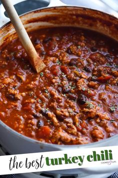This hearty chili recipe is packed with juicy ground turkey, tender black beans, and sweet-and-spicy flavor, courtesy of a little Dr. Pepper! #cookiesandcups #dinner #chili #drpepper #secretingredient #gameday