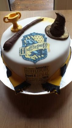 Hufflepuff-harry-potter cake