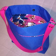 Sac en toile à sac et tissu wax Modèle Flo de Sacotin  #sac #sacotin #flosacotin #couture #coutureaddict #jaimecoudre #sewing #sewingaddict #bag #sew #cousumain #handmade #faitmain