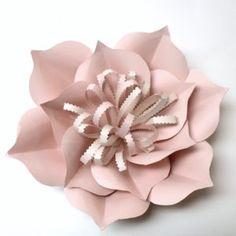 Je vois la vie en rose avec de belles fleurs géantes Ce sont mes douces fleurs romantiques et géantes qui m'ont donné une petite inspiration tendre pour le retour du printemps. Il faut croire que devenir grand-mère a adouci mon esprit et mon cœur ! Depuis le mois de janvier, je vois littéralement la vie …