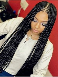 Box braids in braided bun Tied to the front of the head, the braids form a voluminous chignon perfect for an evening look. The glamorous touch: mix plum, caramel and brown locks. Box braids in side hair Placed on the shoulder… Continue Reading → Short Box Braids, Blonde Box Braids, Black Girl Braids, Braids For Black Hair, Girls Braids, Big Braids, Cornrows With Box Braids, Ghana Braids, Hair Girls