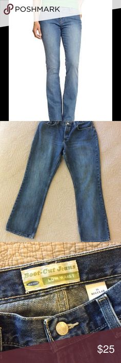 """Old Navy Bootcut Jeans, Almost New, 16R 1st photo is professional one, not actual. Old Navy Bootcut Low Waist Jeans, size 16 Regular.  Two toned medium wash...lighter down center of legs. EXCELLENT CONDITION: NO pilling between legs, slight pilling on inside of pockets (inside pants), one tiny area in back at hem that is just beginning to wear from dragging slightly. THESE LOOK NEW OVERALL. Laying flat, measure 17.25"""" at waist, and inseam 32.25"""". 15% off 2 or more. Old Navy Jeans Boot Cut"""