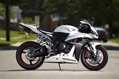Honda CBR 600 RR <3 Beautiful White and Black painting, with red stripes <3