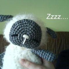 Sleeping Baby Sheep free crochet pattern on Amigurumipatterns.net at http://www.amigurumipatterns.net/Farm-Animals/sleeping-baby-sheep/