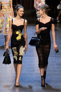 Dolce & Gabbana at Milan Fashion Week Spring 2016 - Dress Decorated with Crochet. Dolce & Gabbana at Milan Fashion Week Spring 2016 - Dress Decorated with Look Fashion, Runway Fashion, Trendy Fashion, High Fashion, Fashion Show, Womens Fashion, Fashion Trends, Dolce & Gabbana, Vestidos Fashion