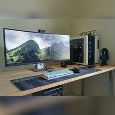 Anyone that reads my cations should know that my favorite things in a setup are ultrawides natural light and a black/white colour scheme. This nails everything I don't think I could like it more! Computer Desk Setup, Computer Build, Gaming Room Setup, Pc Desk, Gaming Desk, Pc Setup, Home Office Setup, Office Workspace, Home Office Design