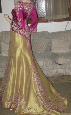Beautiful Pakistani Dresses, Most Beautiful Dresses, Pretty Outfits, Pretty Dresses, Moroccan Caftan, Mode Style, Formal Gowns, Traditional Dresses, Indian Outfits