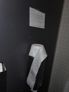 Srotolamenti erranti.  #igienicamente #biennalevenezia