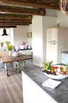 Vintage Kitchen Island Design Ideas - Home Design and Home Interior Swedish Kitchen, Wooden Kitchen, Farmhouse Kitchen Decor, Vintage Kitchen, Kitchen Dining, Kitchen Island, Vintage Fridge, Country Kitchen, Earthy Kitchen