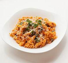 Pasta met room en spekjes (wel de knoflook weglaten) Gluten Free Recipes, Healthy Recipes, Fodmap Diet, Lactose Free, Italian Recipes, Spaghetti, Good Food, Vegetarian, Dinner