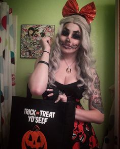My look on actual Halloween this year! Did some jack o lantern makeup with my super cute bag and Sam necklace from @kmsxco