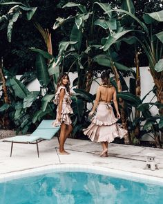 Blog Love: Julie Sarinana of Sincerely Jules blog wears the Winsome Flounce Dress alongside Sara Escudero of Collage Vintage blog, who wears the Winsome Flounce Skirt and Tropical Flutter Bodice, while holidaying in Palm Springs.Both looks are from our Swim and Resort Collections and are available instore and online now.