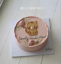 Gorgeous Cakes, Amazing Cakes, Korean Cake, Pretty Birthday Cakes, Mini Tortillas, Brown Outfit, Character Cakes, Birthday Cake Decorating, Buttercream Cake