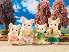 Calico Critters Chihuahua Family Set by Calico Critters, Getting it wrapped up now! Calico Critters Families, Critters 3, Family Set, Family Dogs, Rum, Sylvanian Families, Chihuahua Dogs, Chihuahuas, Cute Toys