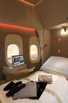 7 Airlines With Luxurious First-Class Perks That Are Out of This World Jets Privés De Luxe, Luxury Jets, Luxury Private Jets, Private Plane, Flying First Class, First Class Plane, Best First Class Airline, First Class Flights, Emirates First Class