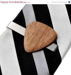 Tie clip or pin use for serviette ring  -  flat seams