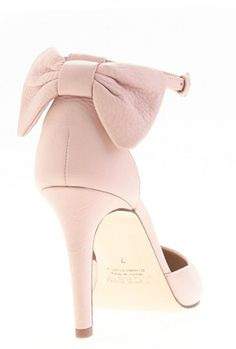 oh how I love this pair of bow pumps!  http://rstyle.me/~14JRs