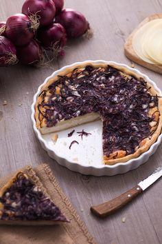 Tutti i sapori della Calabria in una #quiche: ecco la nostra #torta salata alla cipolla di Tropea e Silano! #Giallozafferano #recipe #ricetta