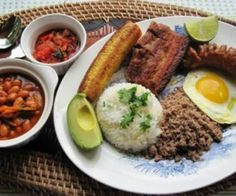 Bandeja Paisa - some of the best/most typical Colombian food. Colombian Dishes, My Colombian Recipes, Colombian Cuisine, Cuban Recipes, Comida Latina, Venezuelan Food, Good Food, Yummy Food, Tasty