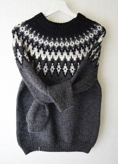 Pull tricoté main laine alpaga jacquard style islandais lopapeysa Fair Isle Knitting Patterns, Knitting Designs, Knit Patterns, Knitwear Fashion, Knit Fashion, Baby Hats Knitting, Hand Knitting, Nordic Sweater, Icelandic Sweaters
