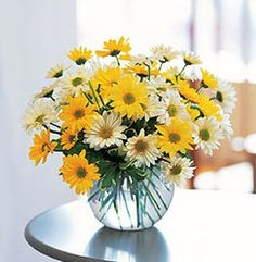 Labor Day Party Decor: Simple and Comfy. White and yellow daisies