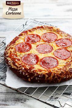 Pizza Prezlowa z salami to kolejna zadziwiająca wersja, która naszym zdaniem może być całkiem smaczna 😄 Udanej i smacznej środy 😄 Stefan 😄