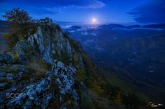 Moonrise over the valley - null